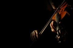 Руки играя крупный план скрипки Стоковые Фотографии RF