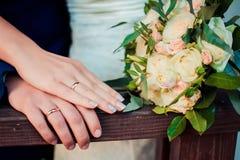 Руки и кольца Стоковая Фотография RF