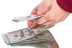 Руки и 100 долларовых банкнот Стоковые Фотографии RF