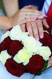 Руки и цветки Стоковая Фотография