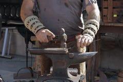 Руки кузнеца Стоковая Фотография RF