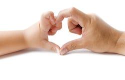 Руки мальчика и отца в форме изолированного сердца Стоковая Фотография