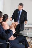 Руки менеджера clapping для Стоковая Фотография RF