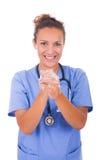 Руки медсестры детенышей моя с мылом стоковое фото