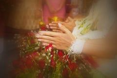 руки молят тайское tradditional Стоковые Изображения