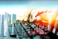 Руки на клавиатуре, вводе данных концепции Стоковая Фотография