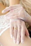руки невесты стоковое изображение