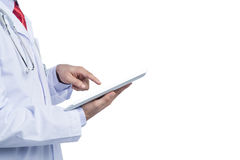 Руки доктора внутри помещения используя планшет Стоковые Изображения