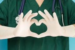 Руки докторов делая в форме сердц Стоковое Фото