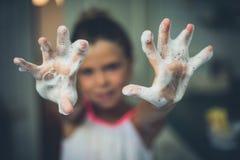 Руки от пены стоковые фото