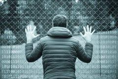 Руки персоны на загородке с предпосылкой двоичных чисел Стоковые Фото