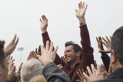 Руки повышения знаменитости для толпы Стоковые Изображения