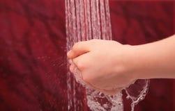 Руки под водой Стоковые Фото