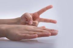 Руки показывая ножницы бумаги утеса знаков Стоковая Фотография RF