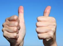 руки показывая успех стоковое изображение rf