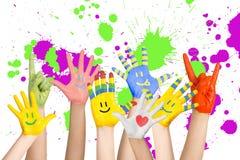 Руки покрашенных детей Стоковое Изображение