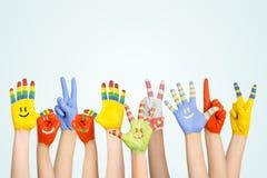 Руки покрашенных детей Стоковые Фотографии RF