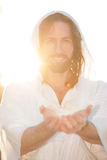 Руки поднятые пасхой на белизне сердца Стоковые Фотографии RF