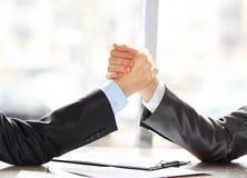 2 руки прессы бизнесменов Стоковая Фотография RF