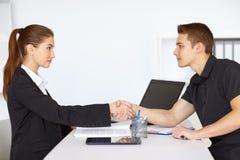 руки предпринимателей трястия 2 Стоковое Фото