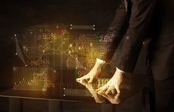 Руки проводят на высокотехнологичной умной таблице с значками дела Стоковые Фото