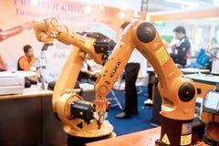 Руки промышленного робота Стоковая Фотография