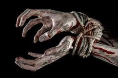 Руки прыгают, кровопролитные руки, грязь, веревочка, на черной предпосылке, изолированный, похищая, зомби, демоне Стоковая Фотография RF