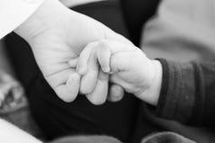 Руки сестры и брата стоковое фото rf