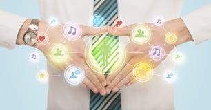 Руки создавая форму с социальным соединением средств массовой информации Стоковые Фотографии RF