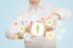 Руки создавая форму с социальным соединением средств массовой информации Стоковое Изображение RF