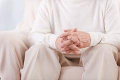 руки старшего человека Стоковое Фото