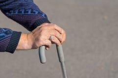 руки старшего человека стоковая фотография rf