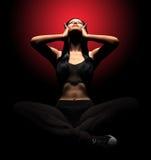 Руки стресса и отчаяния депрессии женщины страдая на голове с болью Стоковая Фотография RF