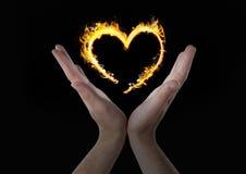 руки с значком огня сердца сверх Черная предпосылка Стоковые Фотографии RF