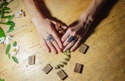Руки с кольцами, runes и мятой Стоковая Фотография RF