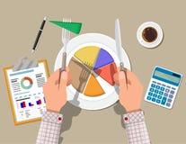 Руки с миром ножа и пирога диаграммы отрезка вилки Стоковая Фотография