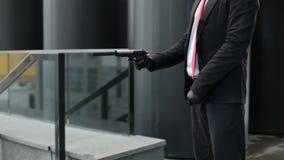 Руки с оружием акции видеоматериалы