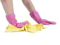 Руки с розовыми резиновыми перчатками чистки на белой предпосылке Стоковое Изображение RF