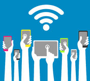 Руки с телефонами и таблетками с wi fi Стоковое Изображение RF