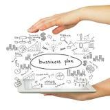 Руки, таблетка и бизнес-план эскизов Стоковое Изображение