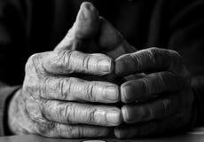 руки укомплектовывают личным составом старую Стоковые Фотографии RF