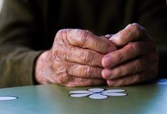 руки укомплектовывают личным составом старую Стоковая Фотография