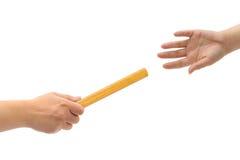 руки участвуют в гонке реле Стоковые Изображения RF