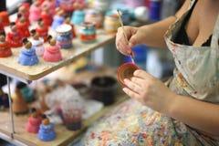 Руки художника женщины Стоковые Изображения