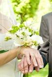 руки цветка букета Стоковая Фотография