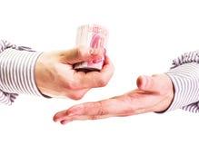Руки человека крупного плана при рубашка подсчитывая китайские деньги юаней валюты на белой предпосылке Стоковые Фотографии RF