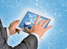 Руки человека используя ПК таблетки Стоковые Фото