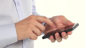 Руки человека используя smartphone сток-видео