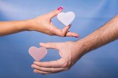 Руки человека и женщины Стоковые Фото