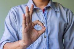 Руки человека показывая одобренный знак Стоковое фото RF
